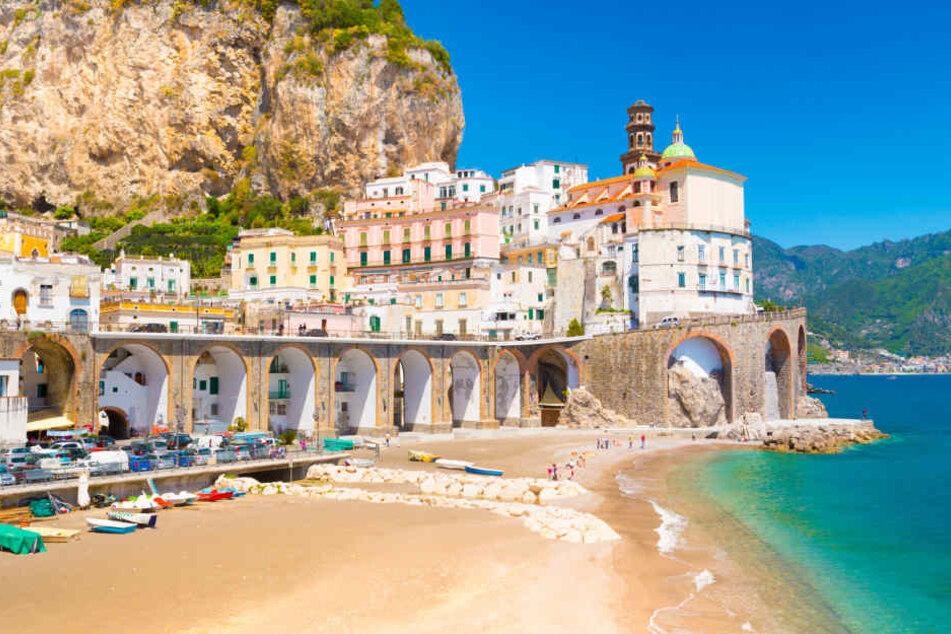Der Golf von Salerno mit dem malerischen Städtchen Amalfi gilt als besonderes Schmuckstück an der italienischen Küste.