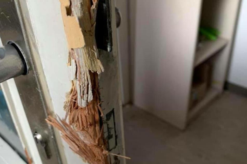 Die aufgebrochene Tür des Tierschutzvereins Freital.