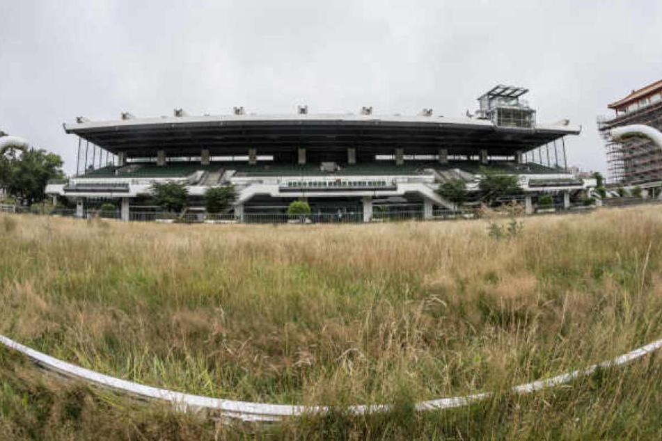 Mit allen Mitteln versucht der Frankfurter Rennklub gegen den Bau der Fußball-Akademie vorzugehen.