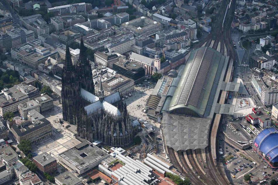 Der Kölner Hauptbahnhof war für eine halbe Stunde lahmgelegt.
