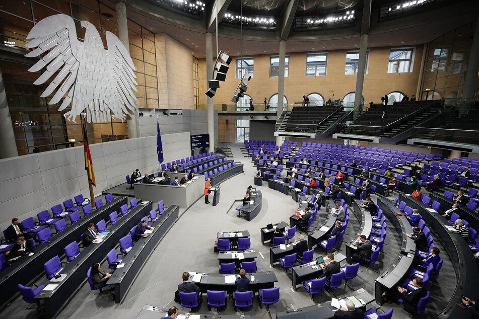 Anja Karliczek (CDU), Bundesministerin für Bildung und Forschung, spricht im Plenum im Bundestag.