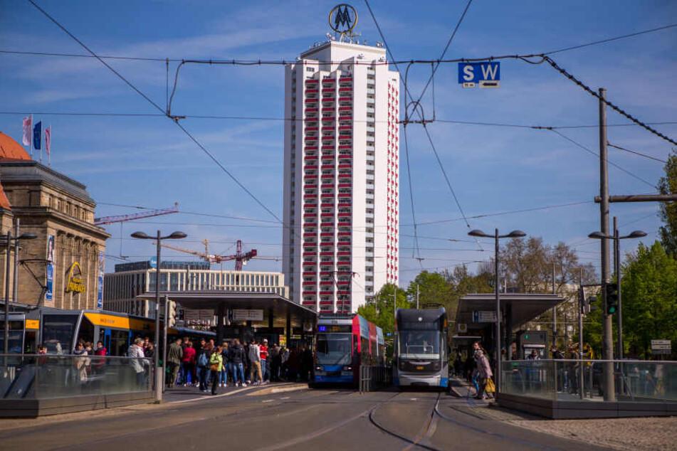 Polizei Leipzig holt handgreiflichen Verdächtigen aus Straßenbahn
