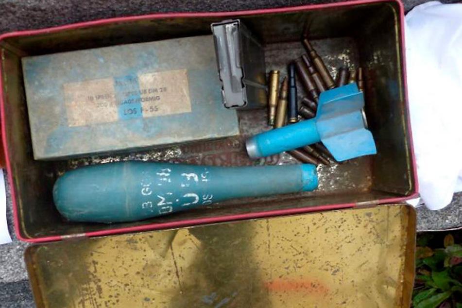 Ein 38-Jähriger Mann hatte die Gegenstände im Keller seines verstorbenen Vaters entdeckt.