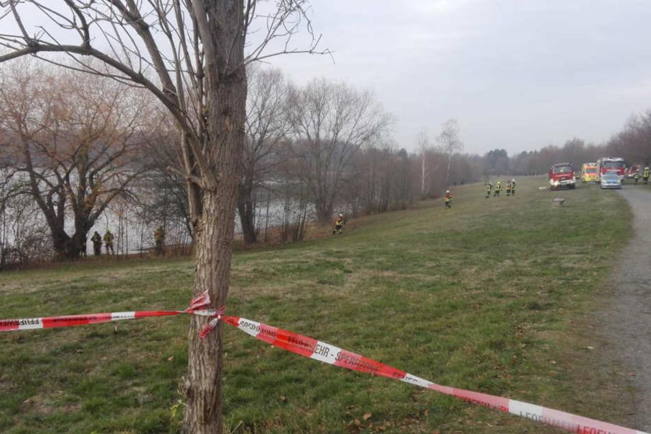 Gegen 12 Uhr bargen die Einsatzkräfte eine leblose Person aus dem Albrechtshainer See.