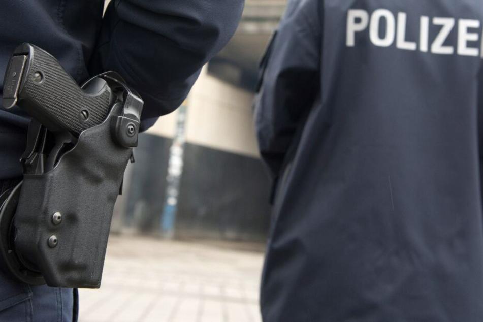 Zwei Polizeibeamten fiel der junge Fahrer auf. (Symbolbild)