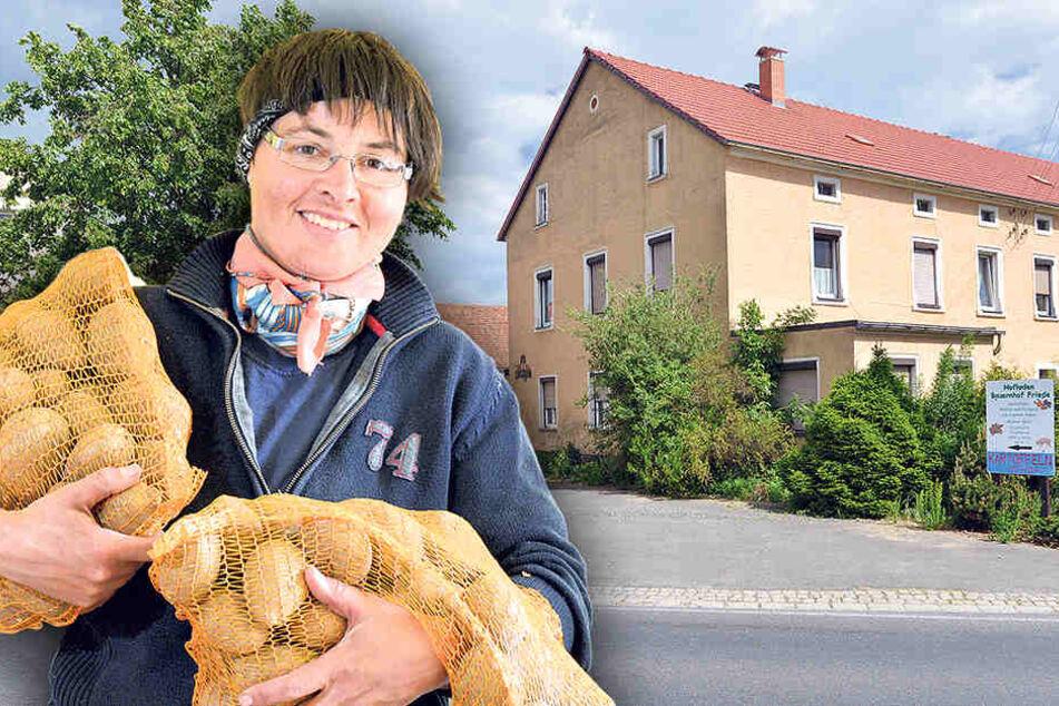 In ihrem Hofladen in Gröbern verkauft Bäuerin Friede (40) auch  Kartoffeln.