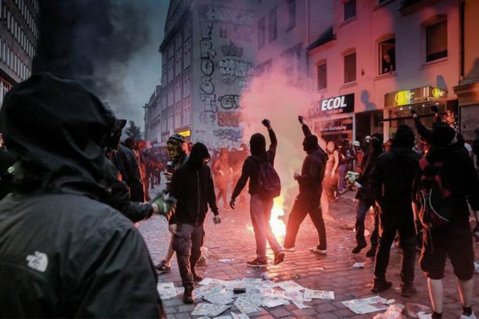 Plünderer, Randalierer und Aktivisten des Schwarzen Blocks zogen Anfang Juli durch das Schanzenviertel in Hamburg.