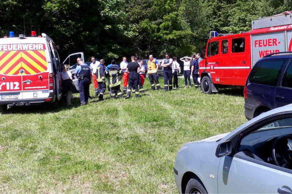 Die Polizei und die Freiwillige Feuerwehr suchten nach den Mädchen.