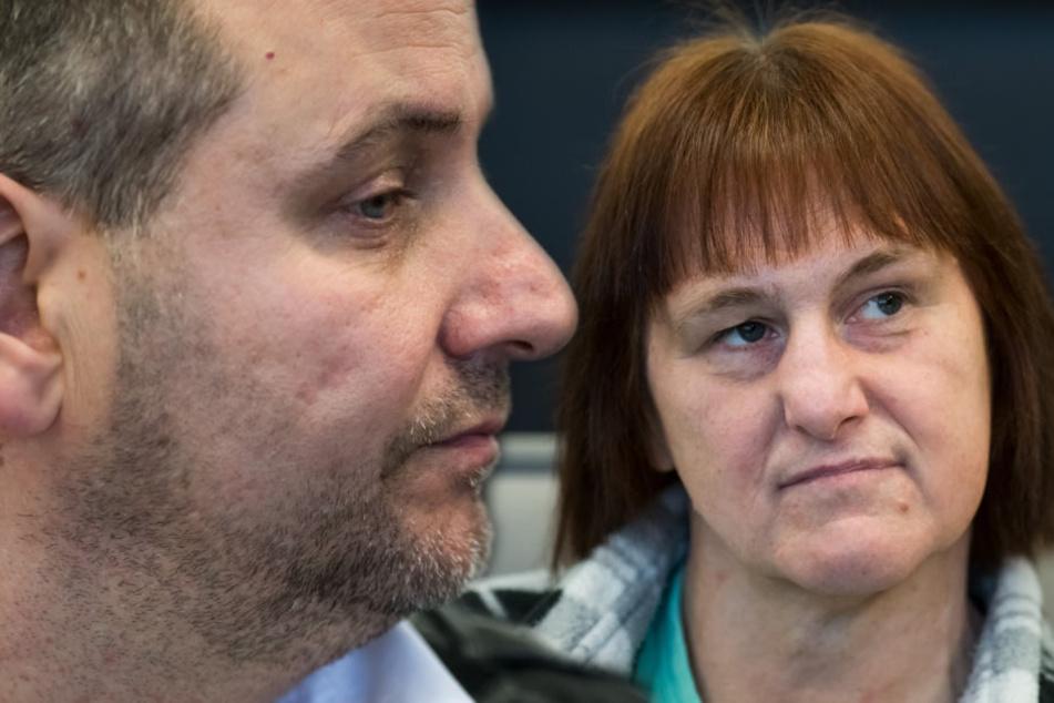 Wilfried (links) und Angelika W. sollen mehrere Frauen auf ihrem Gehöft in Höxter-Bosseborn gefoltert haben.