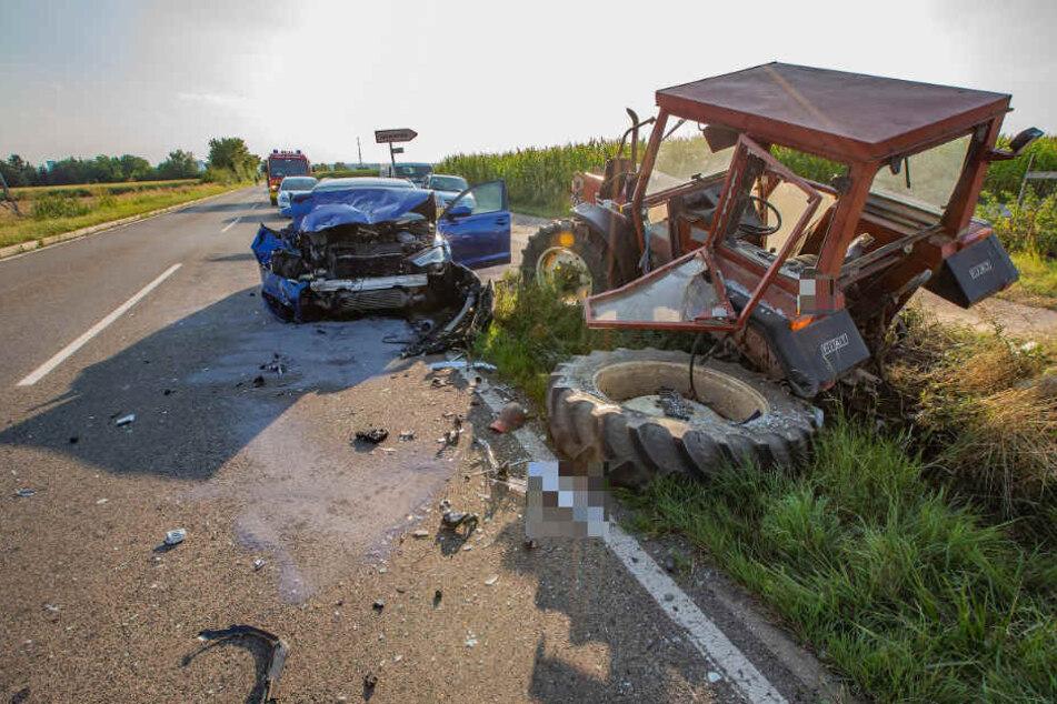 Der Traktor wurde durch die Wucht des Aufpralls herumgeschleudert.