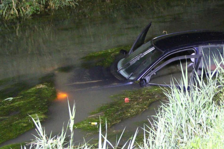 19-Jährige will Reh ausweichen und versenkt BMW