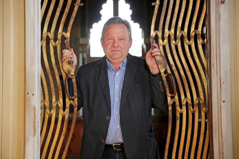 Wachaus Bürgermeister Veit Künzelmann (58, CDU) ist froh, dass neues Leben ins Schloss einzieht.