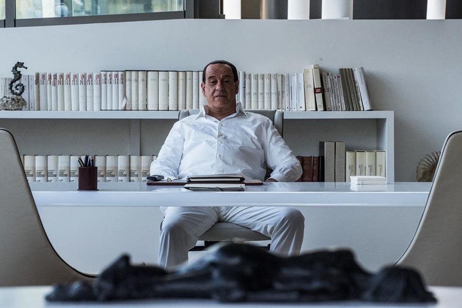 Silvio Berlusconi (Toni Servillo) ist auf der Suche nach einer Beschäftigung.
