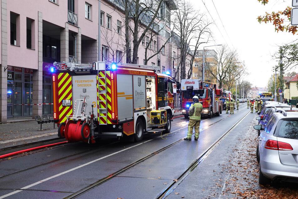 Im Zuge der Löschmaßnahmen musste die Lockwitzer Straße komplett gesperrt werden.