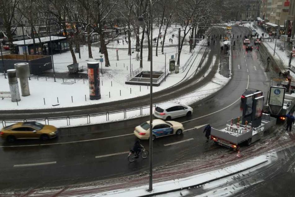 Am Donnerstagmorgen lag etwas Schnee in Köln, der während des Tages taut.
