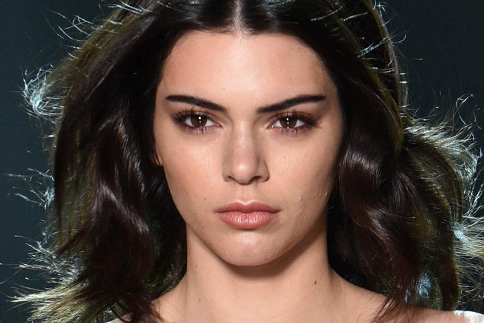 Kendall Jenner (21) wurde beklaut. Diebe hatten aus ihrem Haus Schmuck mitgehen lassen.