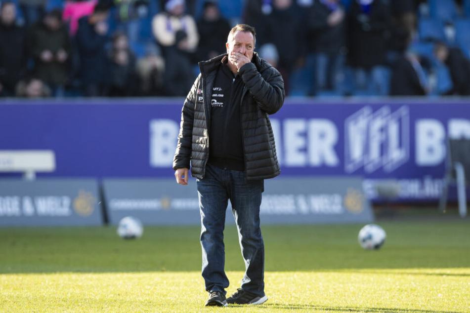 Au Backe! Dynamos neuer Trainer Markus Kauczinski wirkte nach dem desaströsen Auftritt in Osnabrück konsterniert.