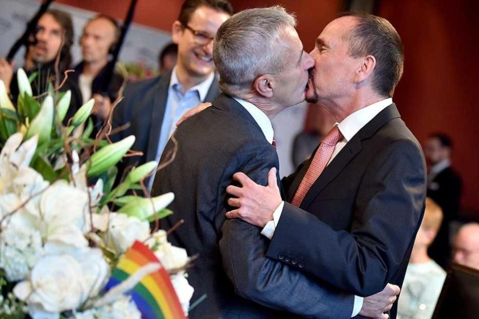 Sie dürfen den Bräutigam jetzt küssen....