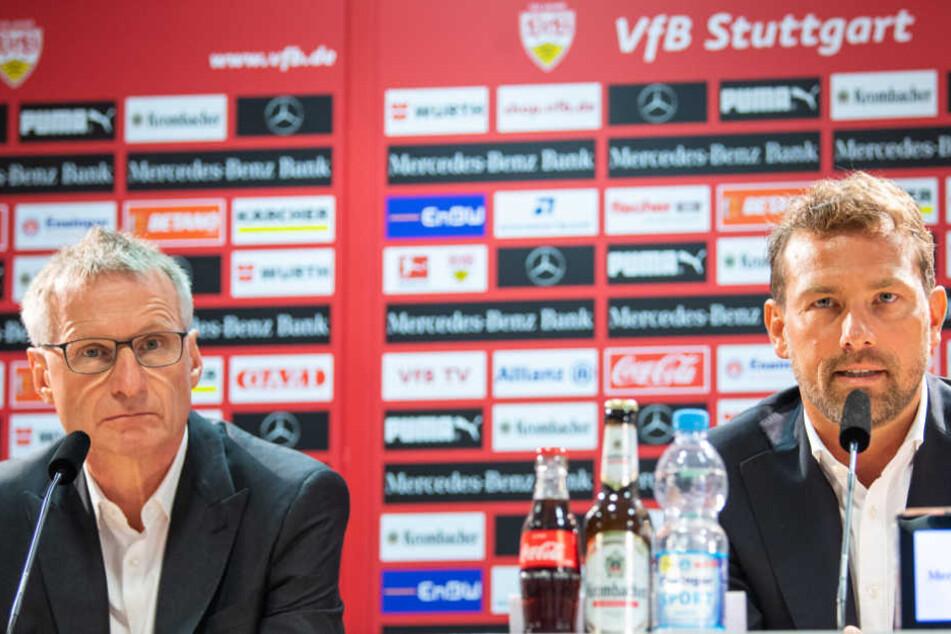 Sportvorstand Michael Reschke (l.) stellt auf der Pressekonferenz seinen neuen Chef-Coach Markus Weinzierl (r.) vor.