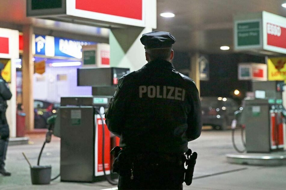 Die Polizei nahm den Ehemann der Frau vorübergehend fest. (Symbolbild)