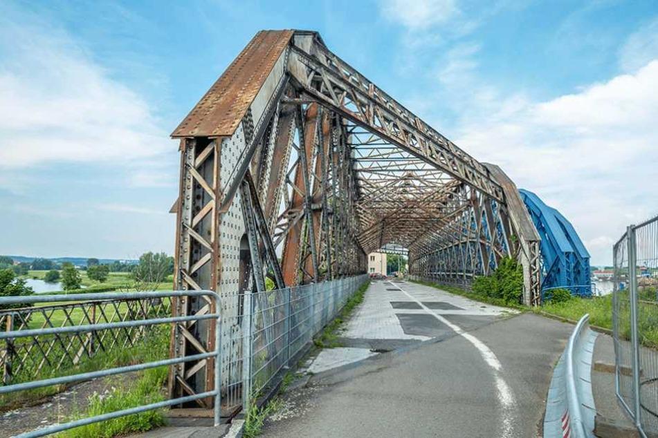 Diese Brücke am Alberthafen liegt auf dem südlichen Elberadweg und soll saniert werden.