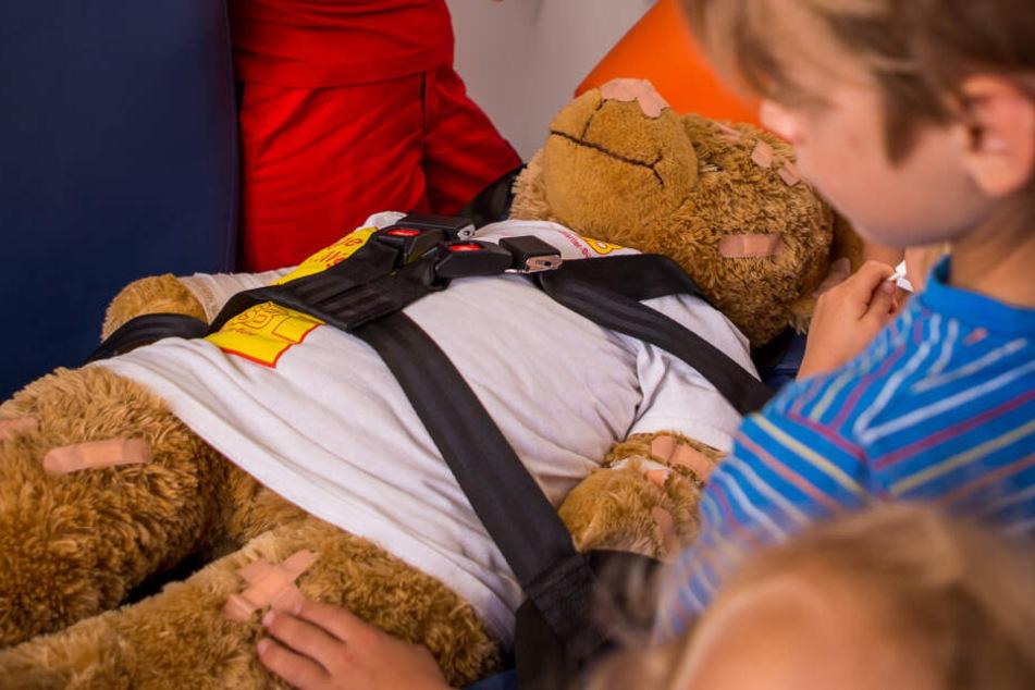 Geht es Teddy gut? Das können Kinder in dieser Woche im Teddybär-Krankenhaus überprüfen lassen.