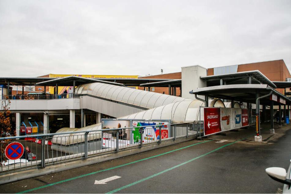 Die geschlossene Rolltreppenanlage soll repariert und wieder in Betrieb genommen werden.