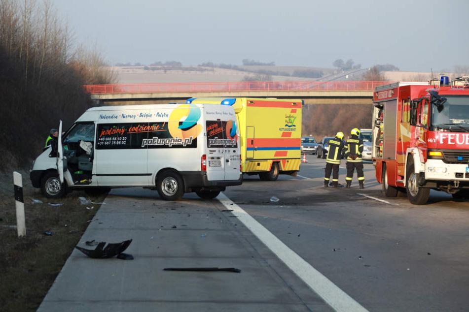 Vier Menschen wurden bei dem Unfall insgesamt verletzt.