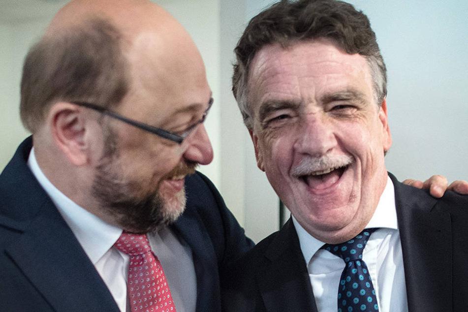 NRW-SPD-Boss Michael Groschek und SPD-Parteivorsitzender Martin Schulz hatten allen Grund zur Freude.