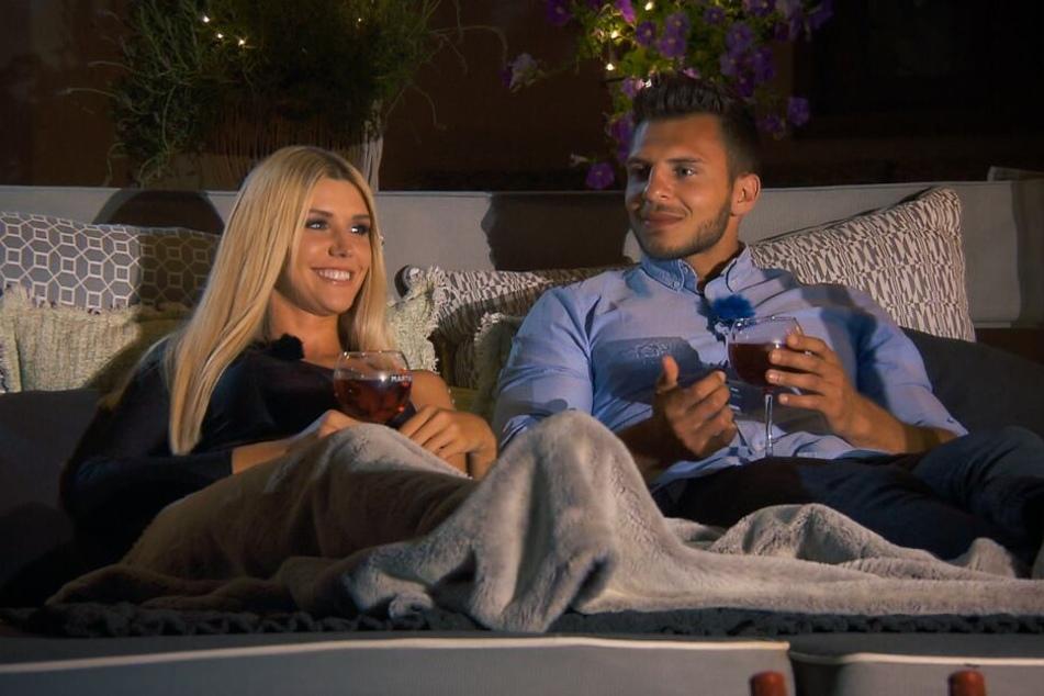 Beim Date mit Tim wurde es romantisch. Er durfte über Nacht bleiben.