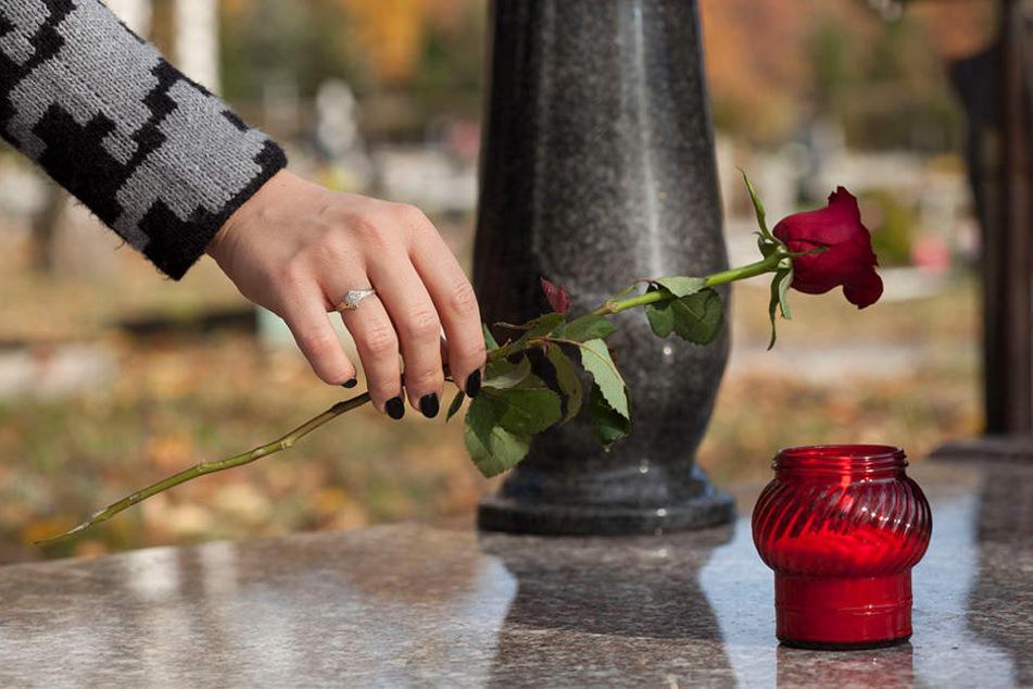 Der Antrag der Tochter für ein Ehrengrab ihres Vaters wurde abgelehnt (Symbolbild).