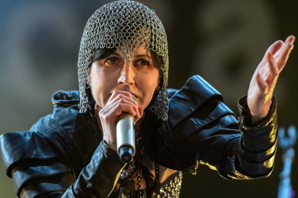 """Die Sängerin von """"The Cranberries"""" Dolores O'Riordan wurde tot in einem Hotelzimmer in London im Januar 2018 aufgefunden."""