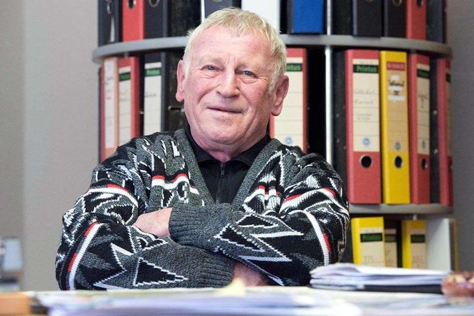 Crossen Ortsvorsteher Stefan Kramer (71, CDU) kämpft für seinen Stadtteil und ist auf der Suche nach neuen Partnern für Sparkasse und Post.