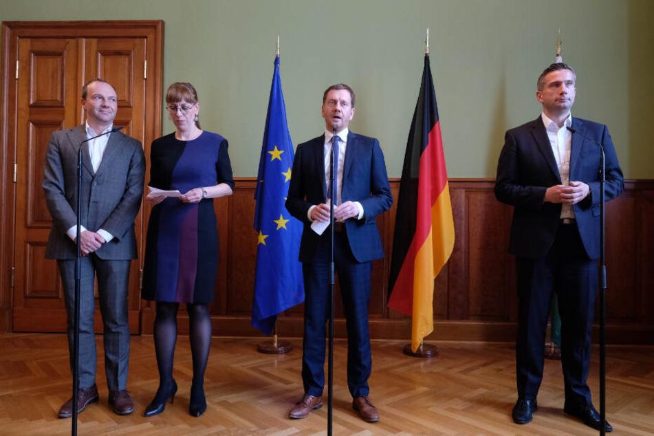 """Wolfram Günther und Katja Meier von den Grünen, sowie Michael Kretschmer (CDU) und Martin Dulig (SPD) zu Beginn der """"Kenia-Verhandlungen"""" im Oktober."""