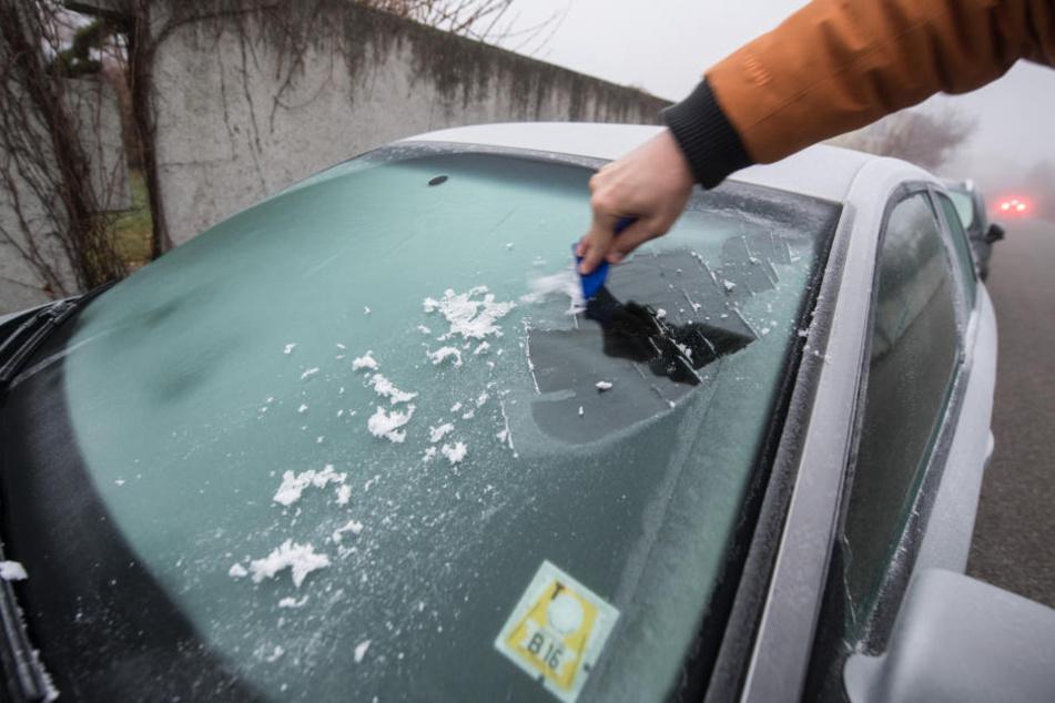 So klappt's mit einer klaren Auto-Scheibe auch im Winter!