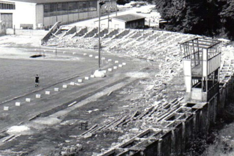 So sah es vor über 30 Jahren aus, als der Vorgänger der Südtribüne weichen musste.