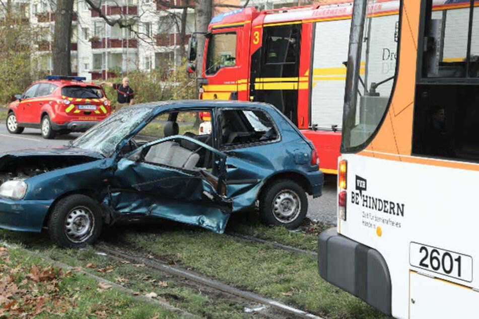Die Fahrerin des Daihatsu hatte beim Abbiegen wohl die Tram in Richtung Leutewitz übersehen.