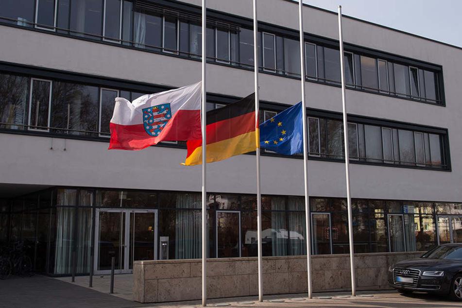 Nach dem Anschlag in Berlin wehen die Flaggen am Thüringer Landtag auf Halbmast.