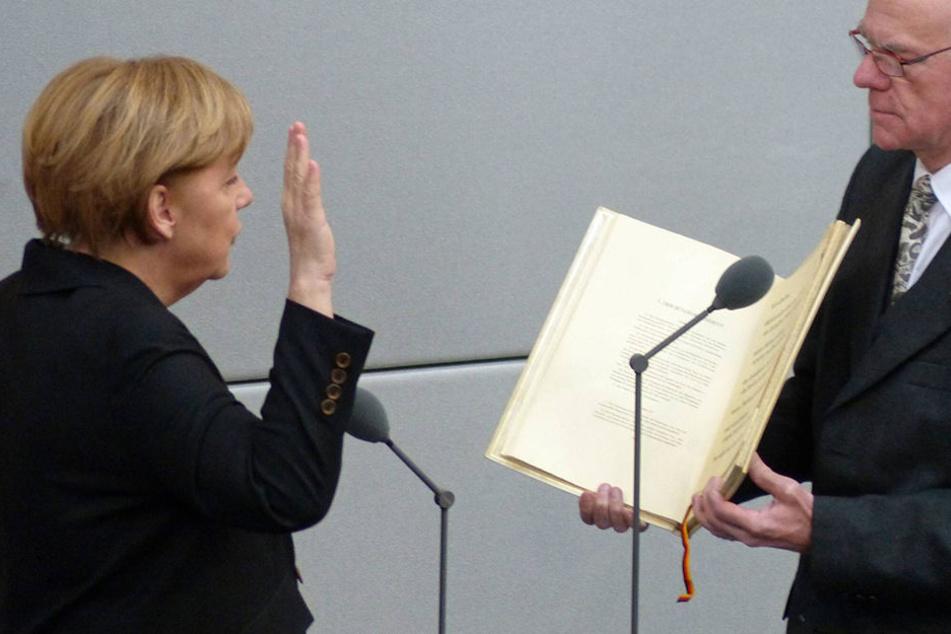 Angela Merkel (62, CDU) bei ihrer Vereidigung 2013.