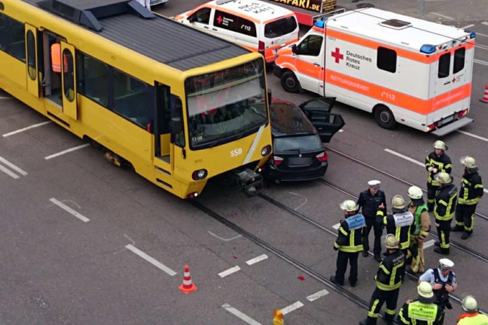 Mittlerweile ein regelmäßiger Anblick in Stuttgart: Ein Auto und eine Stadtbahn stoßen zusammen.