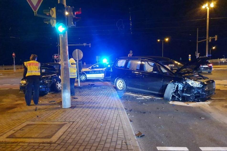 3 Verletzte: Autos krachen an Berliner Straße zusammen