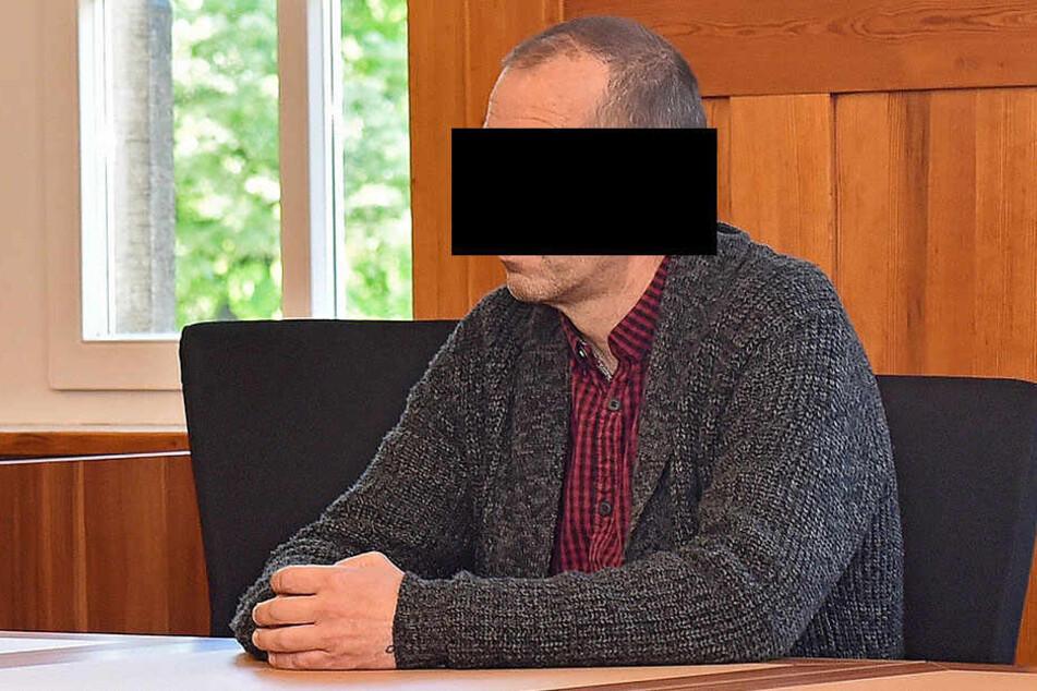 Rummelarbeiter Bernd H. (52) verkraftete die Trennung nicht, verbreitete aus Rache Sex-Fotos seiner Ex.