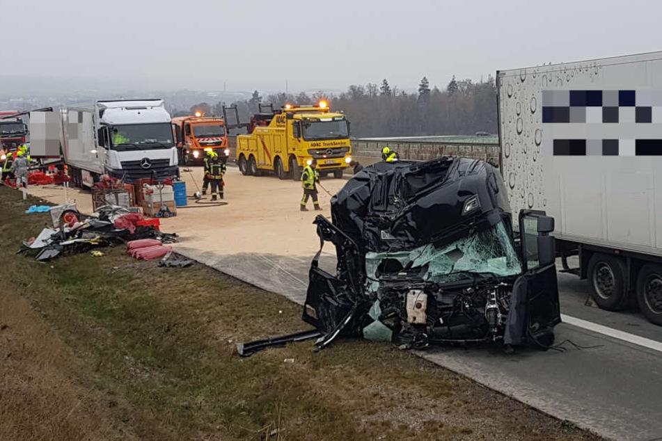Fahrerkabine Komplett Abgerissen A9 Nach Schwerem Unfall Voll Gesperrt