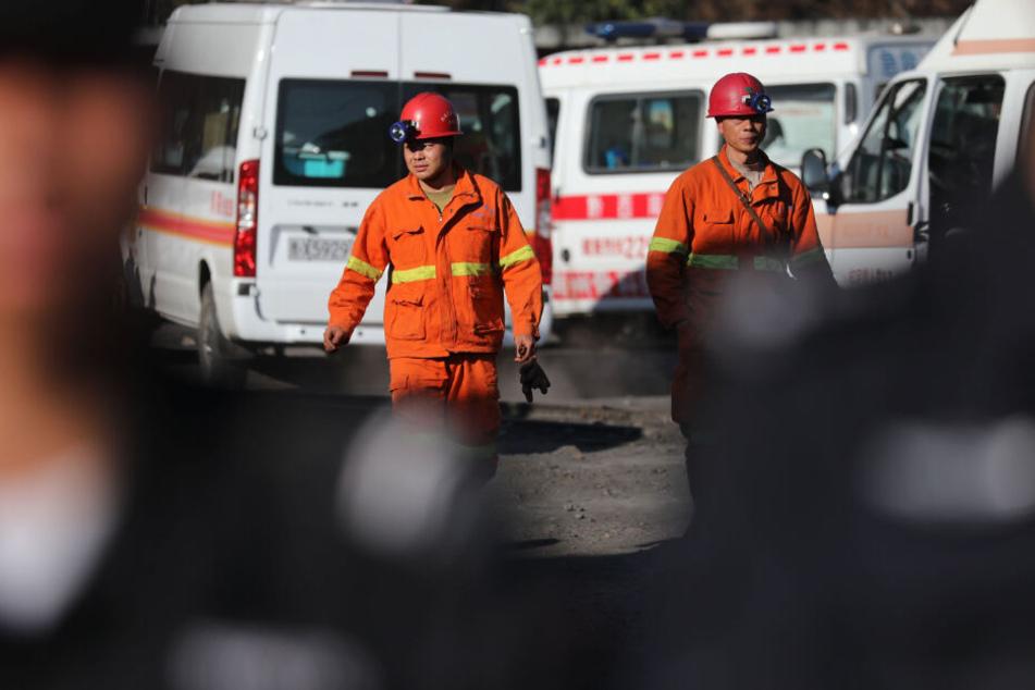 Einsatzkräfte am Guanglong-Bergwerk.