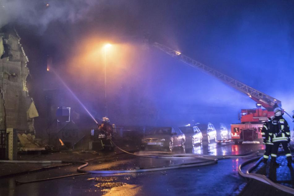 Wie hoch der Schaden ist und wie es zu den Bränden kam, ist noch unklar.