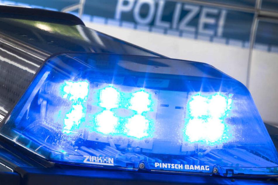 Die Polizei fahndet nach dem Angreifer. (Symbolbild)
