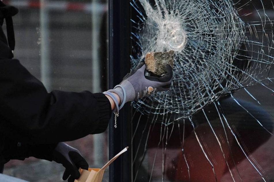 51 Mal wurden Parteibüros 2016 in Berlin angegriffen.