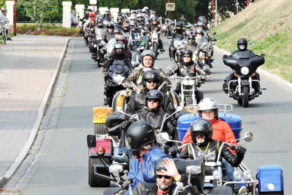 Hunderte Biker zogen am Samstagvormittag zur traditionellen Ausfahrt los.