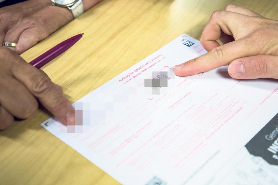 Auf dem SARS-Cov-2-Test-Formular müssen Name und Geburtsdatum sowie Kontaktdaten wie die Handynummer angegeben werden.