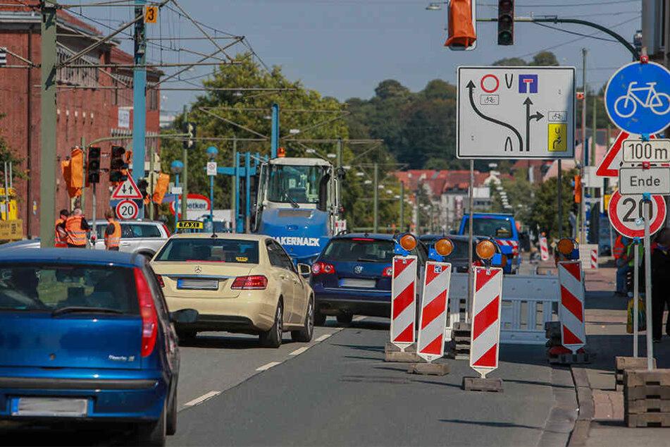 Auf der Artur-Ladebeck-Straße kappten die Bauarbeiter eine Stromleitung.
